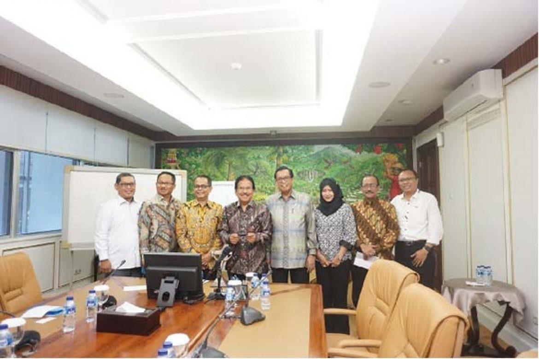 Ketua-DPN-INKINDO-Peter-Frans-berkesempatan-melakukan-audiensi--dengan-Sofyan-Djalil-Menteri-Agraria-dan-Tata-Ruang-Indonesia